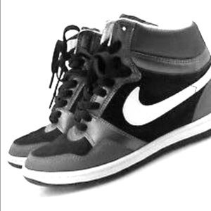 Nike Force Sky High Women's Sneakers.